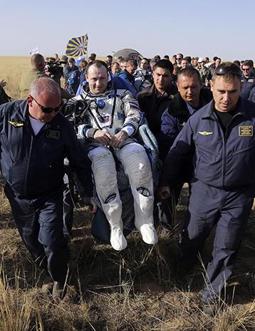 Soyuz capsule returns ISS astronauts to Earth