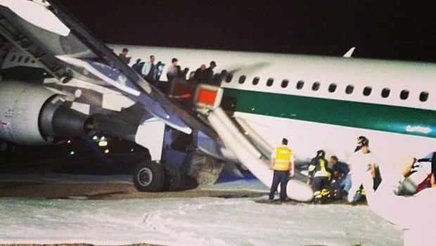 Jet Privato Alitalia : Alitalia jet makes safe emergency landing in rome cbs news