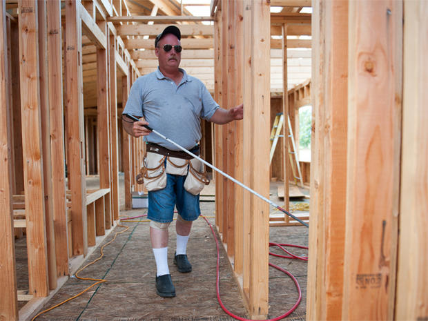 托马斯·格雷厄姆在18岁时失明,现在正在建造自己的房子 - 并在此过程中重新开始他的童年。