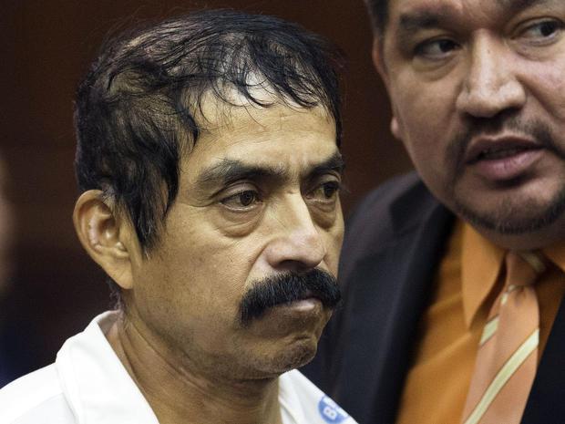 """52岁的Conrado Juarez于2013年10月12日星期六在纽约曼哈顿刑事法庭因涉嫌谋杀4岁的Anjelica Castillo(绰号""""婴儿希望"""")而被提审。"""