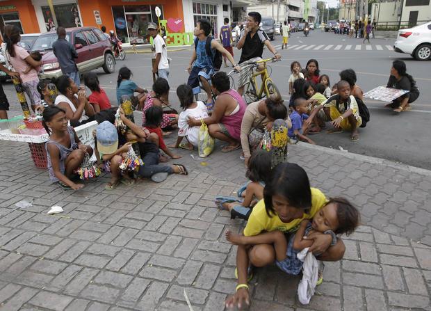 Deadly quake strikes Philippines