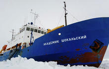 Russian research ship still stuck in the ice