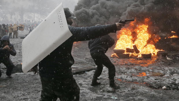 http://cbsnews3.cbsistatic.com/hub/i/r/2014/01/22/dec72608-a47b-41a6-bbef-de66e49e5650/thumbnail/620x350/d401fba6039c83efa8bf4831f7d8010a/kiev_protest_AP946669801015.jpg
