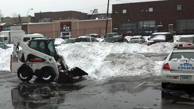 2014年2月13日,纽约布鲁克林的一个停车场,一名私人扫雪机致命地袭击了一名孕妇。