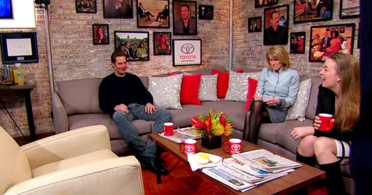 Josh holloway sings frozen in the toyota green room for Living room channel 9