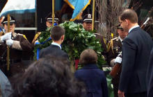 Boston Marathon bombing victims' families lay wreath in remembrance of the fallen