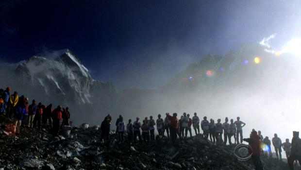 everest-crowded.jpg