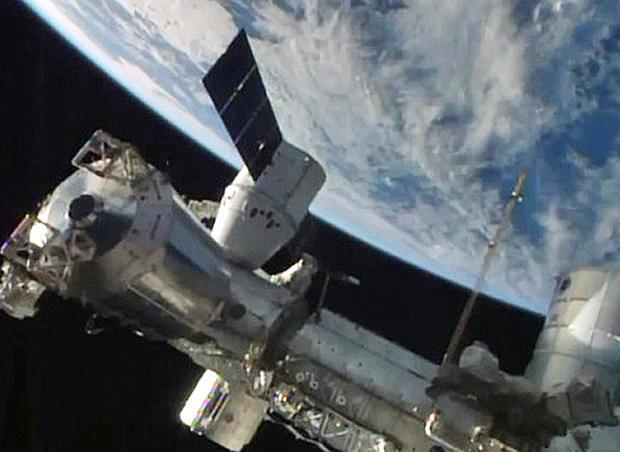 space-station-docking-4.jpg