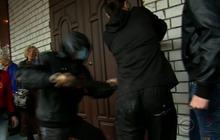 Pro-Russia demonstrators storm Odessa police headquarters