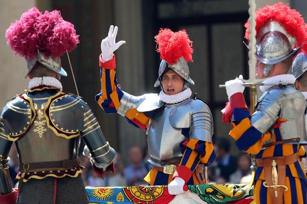 Vatican swears in new recruits for elite Swiss Guard