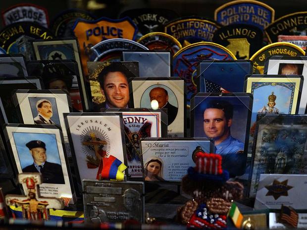 2014年5月14日在纽约市举行的全国9月11日纪念馆和博物馆的预览中,可以看到在零地点遇难者的卡片,补丁和纪念品。