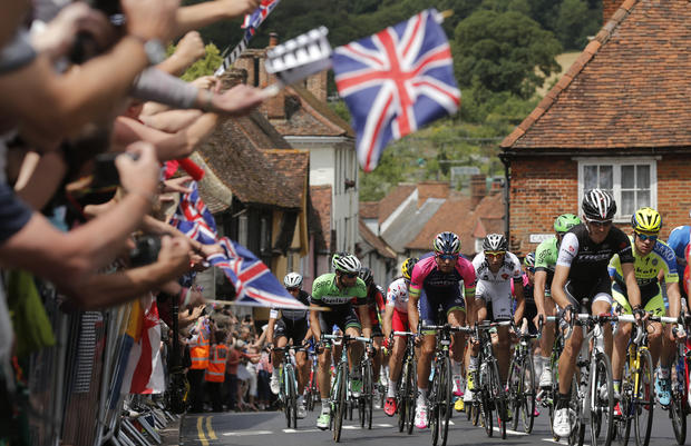 Tour de France rides across England