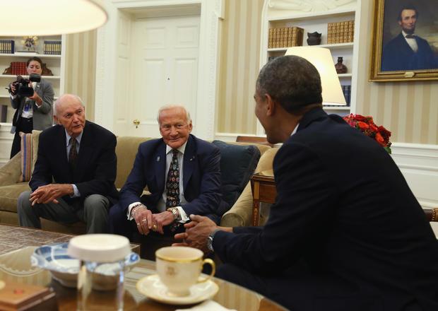 Apollo 11 crew visit the White House