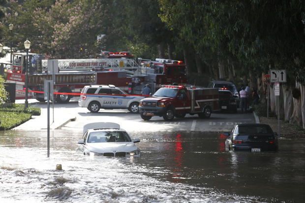 Broken water main floods UCLA