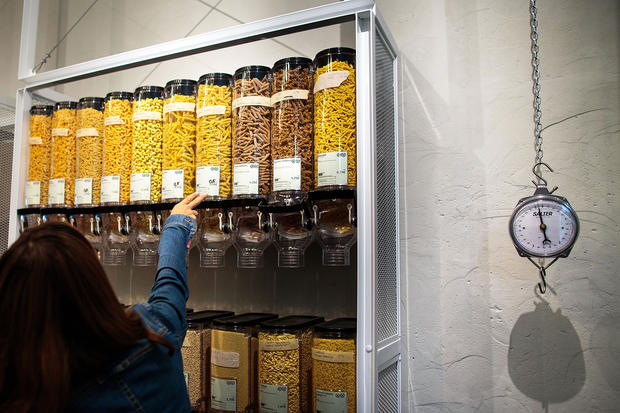 Container-free grocery opens in Germany