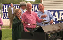 Hillary Clinton's Iowa trip stirs 2016 speculation