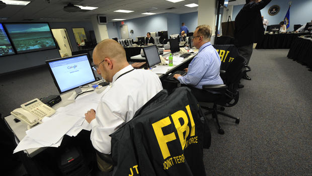 list five federal agencies that handle criminal investigations Numerous federal agencies have been granted powers to investigate federal offenses, including the bureau of alcohol, tobacco, firearms, and explosives, the drug enforcement administration, the federal bureau of investigation, the us immigration and customs enforcement, the internal revenue service, and the secret service.