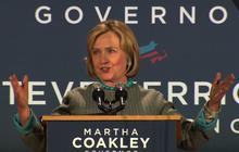 Elizabeth Warren, Hillary Clinton sing each other's praises