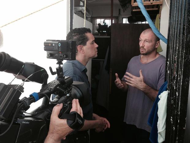 """""""48小时""""记者Troy Roberts在Cancun的Benito Juarez监狱采访了Bruce Beresford-Redman。"""