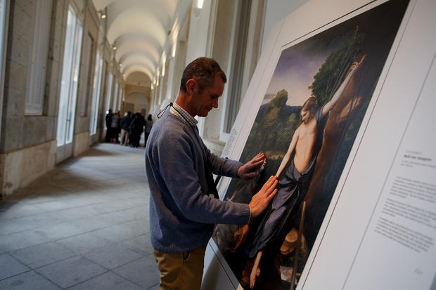 Museum displays paintings for the blind
