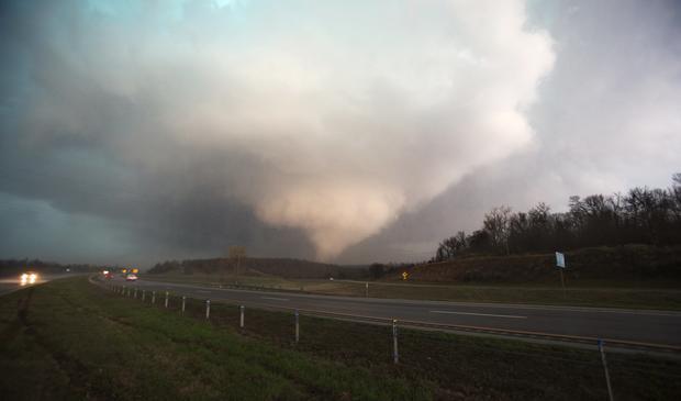 2015年3月25日,在俄克拉荷马州桑德斯普林斯可以看到龙卷风。