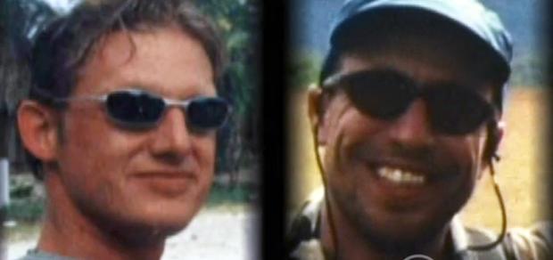 Christian Longo饰演迈克尔芬克尔,左边是真正的迈克尔芬克尔,对吧。