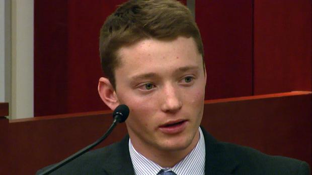 佩尔沃尔在法庭上反对他的父亲。