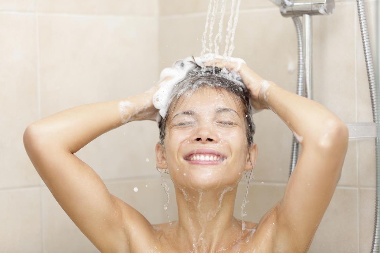 Фото девушка с душем