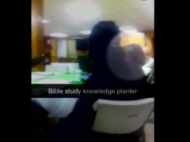 据报道,据称伊曼纽尔AME教堂的某人在拍摄嫌疑人Dylann Roof之前采取了Snap Chat视频,据称他开始了一场凶残的横冲直撞
