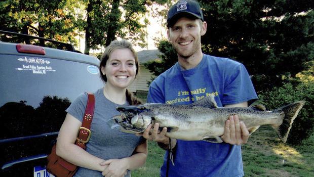 """这张由Wheeler家族提供的未注明日期的照片显示,消防员Richard""""Rick""""Wheeler和他的妻子Celeste。 2015年8月19日,里克·惠勒在华盛顿州与野火作战时遇难。"""