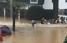 Record rainfall floods South Carolina