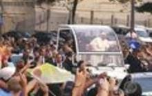 Pope mobbed by crowds in Rio