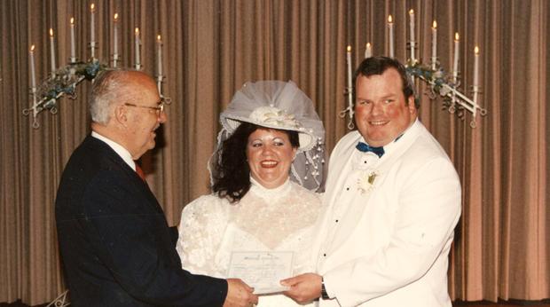 琳达和帕特里克杜菲在婚礼当天