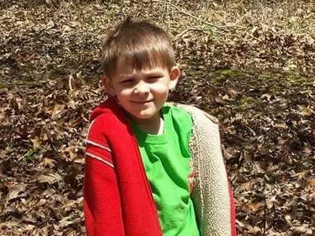家庭成员说Nikolas Pumroy是在2015年12月23日被龙卷风杀害的7岁男孩