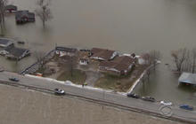 Illinois flooding puts 14,000 acres under water