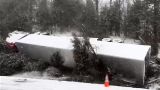 2016年1月20日,一名卡车司机在田纳西州的汉布伦县停下来之前失去了控制,滑下了路并撞了几棵树。