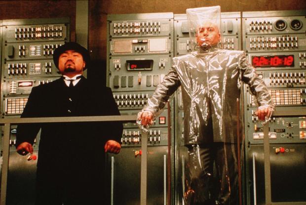 """乔,儿子,左,在""""奥斯汀权力:国际神秘人""""的场景中"""