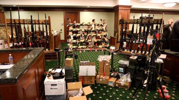 法庭上显示的证据,包括武器储存