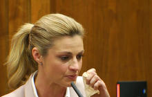 Erin Andrews gets emotional in stalker testimony