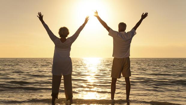 http://cbsnews3.cbsistatic.com/hub/i/r/2016/03/15/7d9596f9-0f2d-4db5-9ad2-7ca5f89a9071/thumbnail/620x350/803c777aedb1c00b6b90623130778251/senior-couple-sunset-beach.jpg