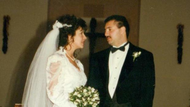 Julie和Art Gonzales在他们的婚礼当天