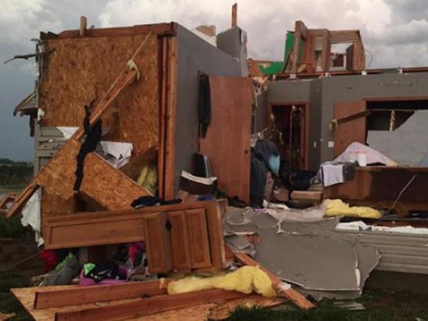 2016年5月25日在堪萨斯州迪金森县的扭转者家毁坏的家园