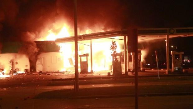 milwuakeegasstationfire.jpg