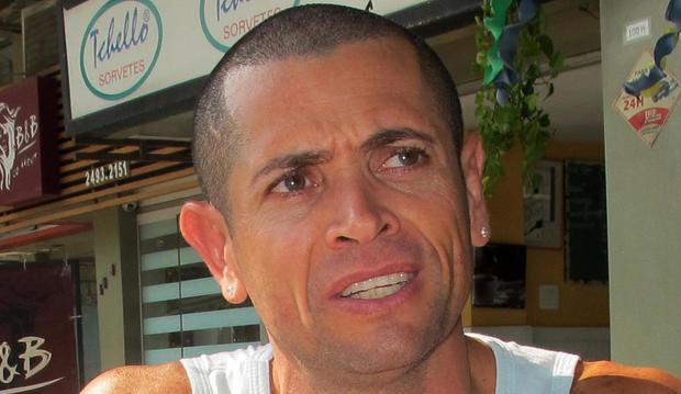 音乐节目主持人Fernando Deluz与美联社就2016年8月19日在巴西里约热内卢的加油站摧毁房产的美国夜间游泳运动员Ryan Lochte进行了会谈。