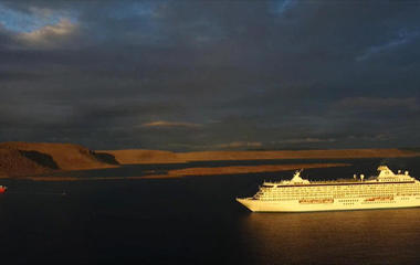 Cruise ship navigates once-impassable Northwest Passage