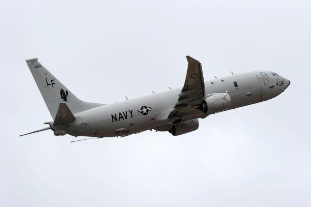 一架美国海军P-8 Poseidon飞机从珀斯国际机场飞出,协助进行国际搜索工作,试图于2014年4月16日在澳大利亚珀斯找到失踪的马来西亚航空公司370航班。