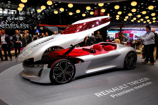 Mercedes eq electric car paris auto show pictures for Garage peugeot midena pierrelatte