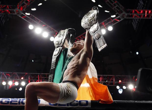 2016-11-13t064856z-759155962-nocid-rtrmadp-3-MMA-UFC-205-觉-VS-alvarez.jpg