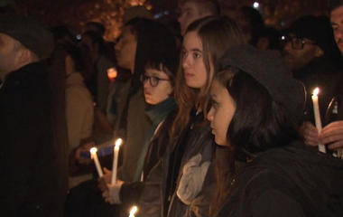 Hundreds gather to remember Oakland fire victims