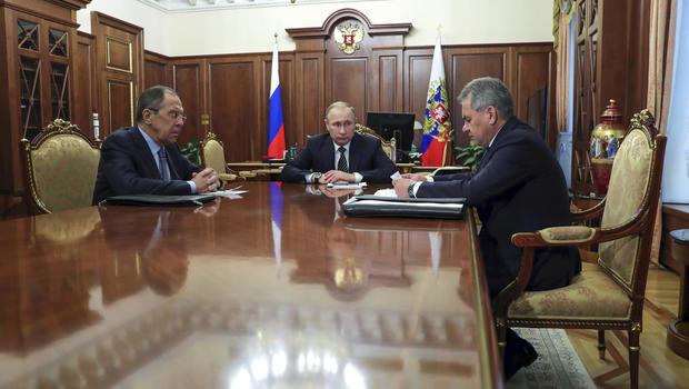 Turkish FM Cavusoglu, Russian Counterpart Lavrov Discuss Syria